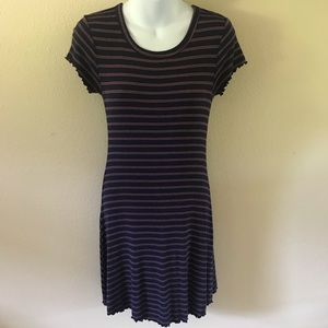 💖4/$15💖FOREVER 21 STRIPED LETTUCE EDGE HEM DRESS